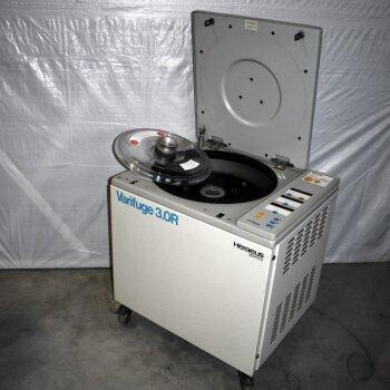 gebrauchte Kühlzentrifuge Heraeus Varifuge 3.0R mit Rotor